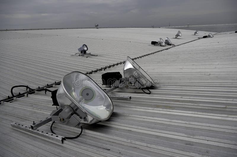 Projectores do halogênio no telhado do metal fotografia de stock royalty free