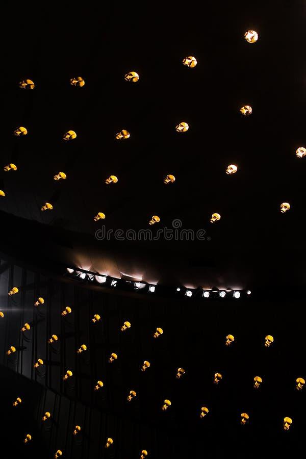 Projectores do teatro no estágio imagem de stock