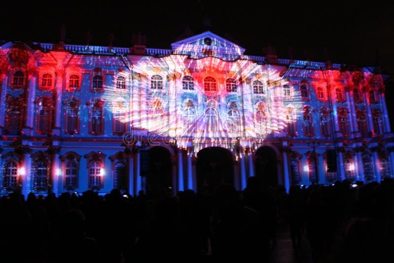 Projekcyjny widowisko 3D kartografować Lekkiego wydarzenia Ordynacyjna drużyna przy festiwalem światło obraz stock