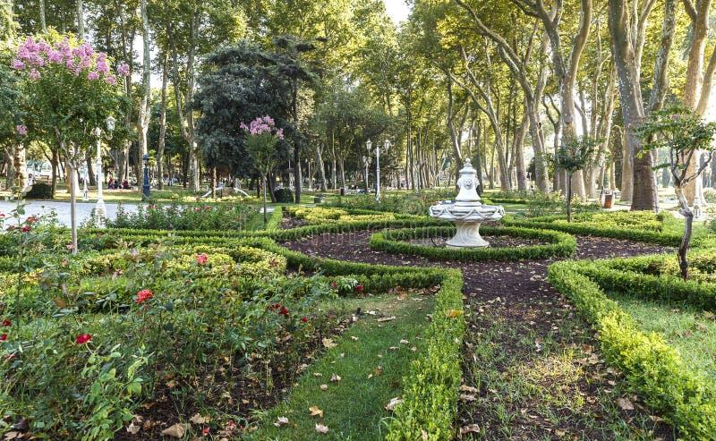 Projekt centrum handlowe z fontanną w Gulhane parku Istambul obrazy royalty free