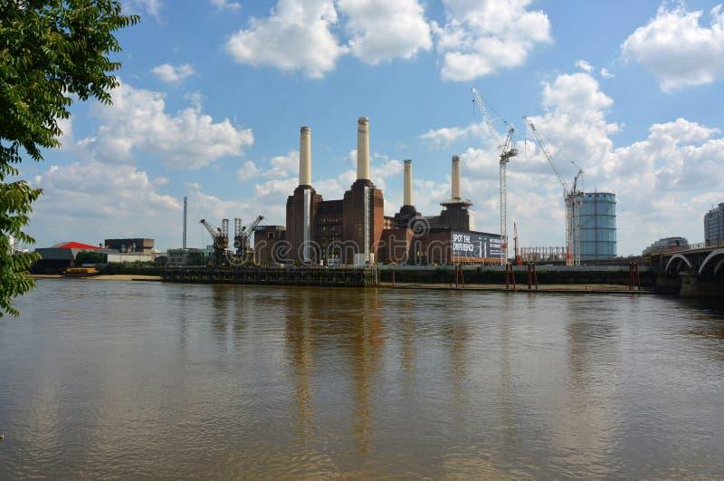 Projekt för Battersea kraftverksanering London royaltyfria foton
