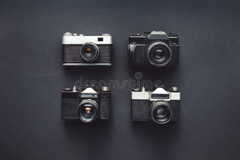 Projekt twórczości technologii pojęcie Retro Ekranowe kamery Na Czarnej tło powierzchni fotografia royalty free