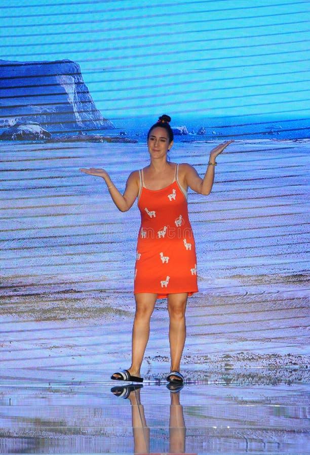 Projektant Clara Lago chodzi pas startowego dla Pitusa podczas Paraiso mody jarmarku obrazy royalty free