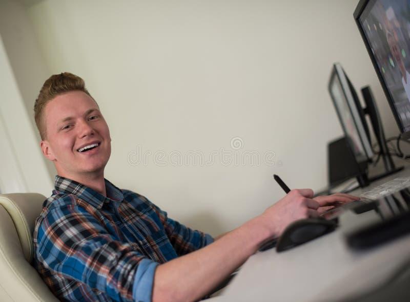 Projektant grafik komputerowych przy pracą obrazy stock