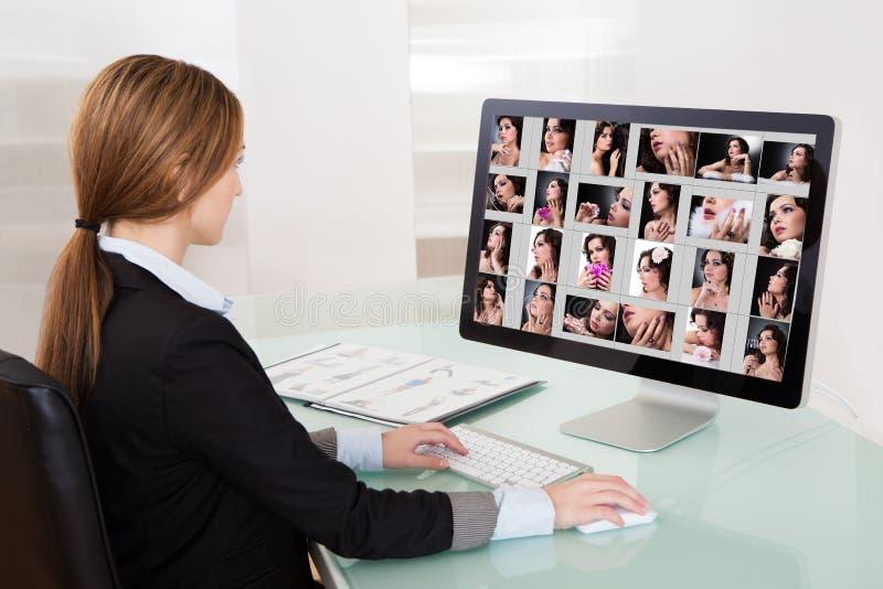 Projektant kobieta Pracuje Na komputerze obraz stock
