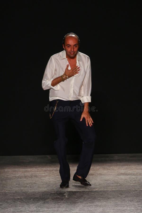 Projektant mody Francesco Scognamiglio uznaje aplauz widownia obraz stock