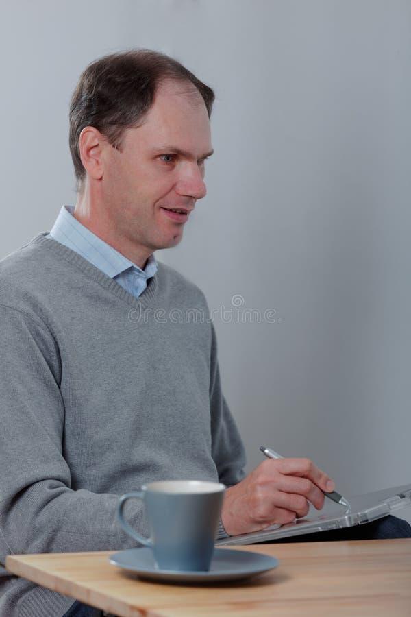 Projektant przy biurkiem zdjęcia royalty free