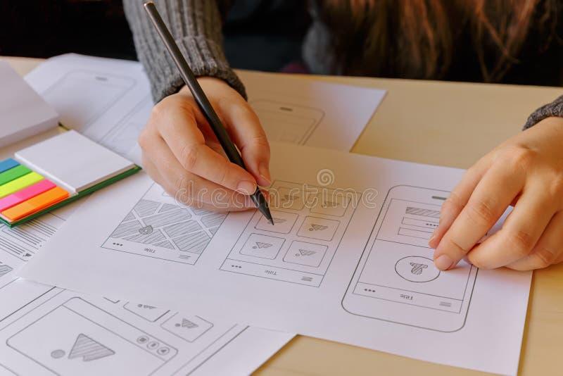 Projektant wireframing wiszącą ozdobę App zdjęcia royalty free