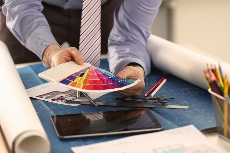 Projektant Wn?trz Pracuje z kolor farby Swatch obrazy royalty free
