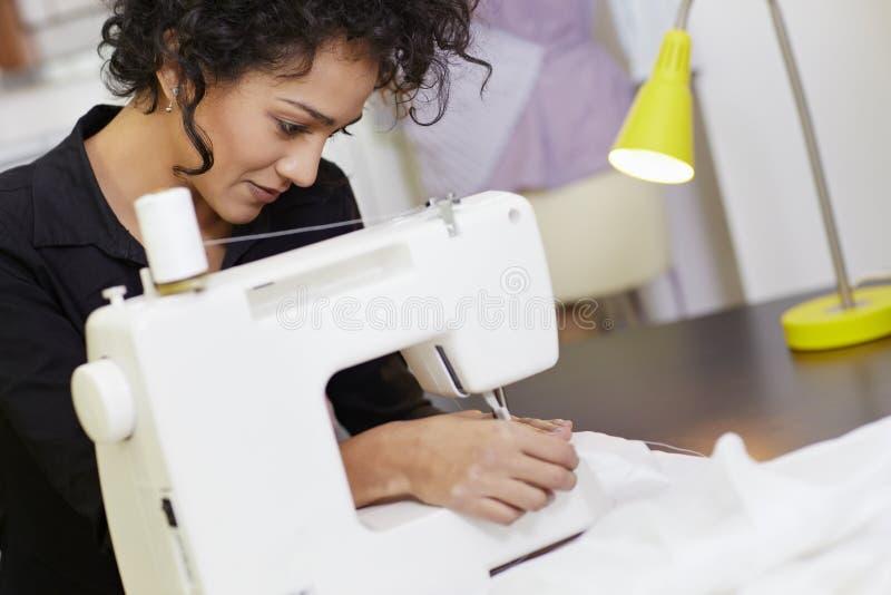projektanta mody maszynowy target552_0_ fotografia stock