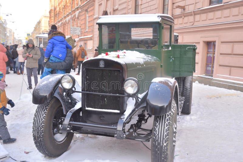 Projektgatalivet Retro lastbil GAZ-AA royaltyfri fotografi