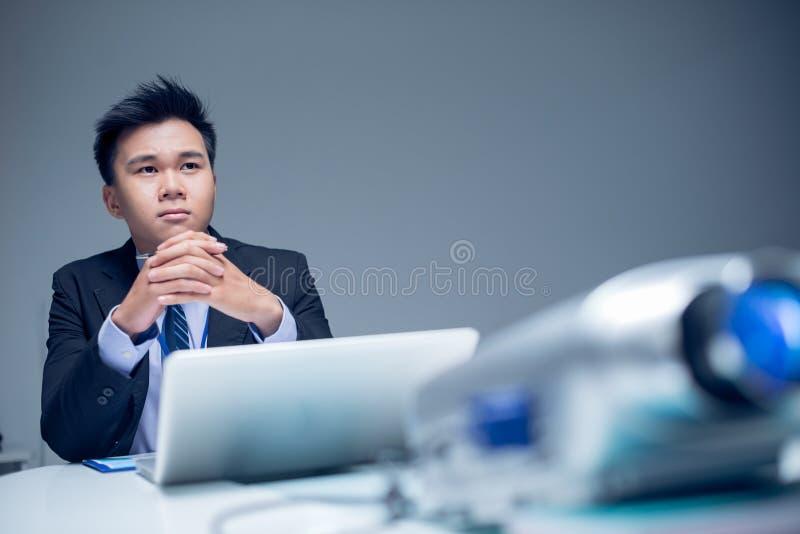 Projektleiter bei der Arbeit lizenzfreie stockfotos