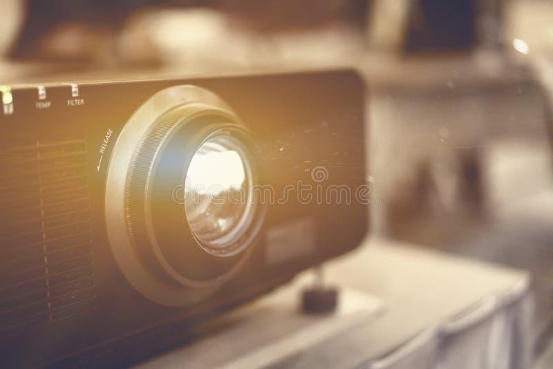 Projektor som framläggas på det finansiella mötet i companyɾn; s mig arkivbilder