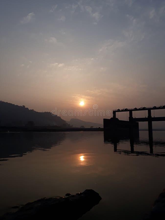 projektuje śmiesznego wizerunku setu słońce twój zdjęcie stock