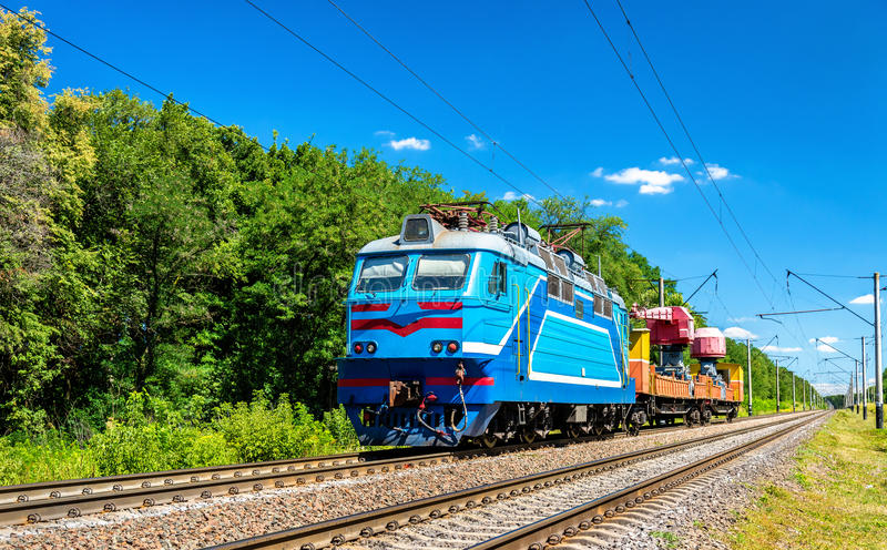 Projetando o trem na região de Kiev de Ucrânia imagem de stock royalty free