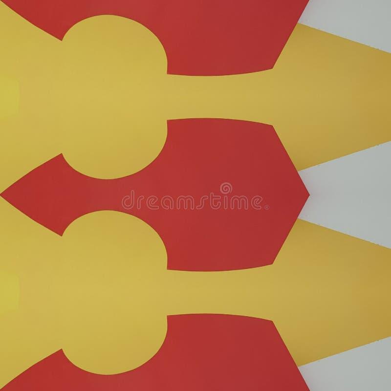 projeto abstrato com cortes do cartão na cor, no fundo e na textura vermelhos, amarelos e brancos ilustração royalty free
