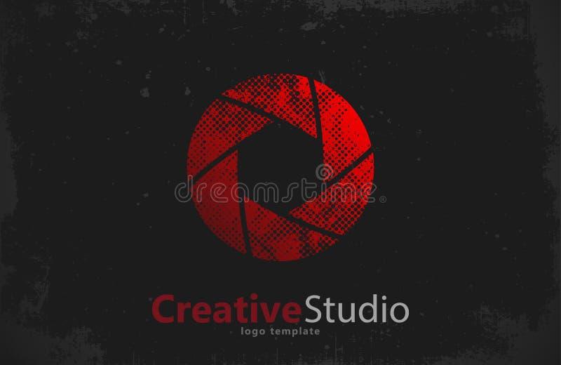 Projeto criativo do logotipo do estúdio Câmera obturador ilustração royalty free