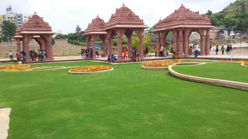 Projeto da paisagem da grama do templo imagens de stock royalty free
