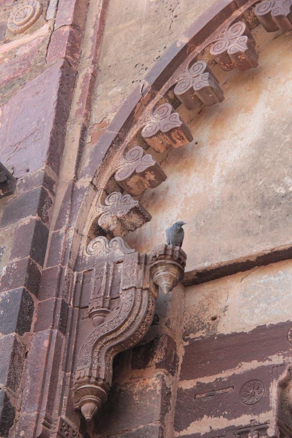 Projeto do arco decorativo da grande porta da entrada ao palácio imagem de stock royalty free