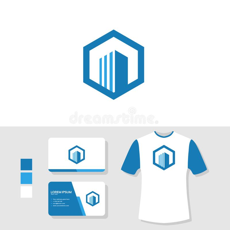 Projeto do logotipo da construção dos bens imobiliários com cartão e modelo da camisa de t ilustração royalty free