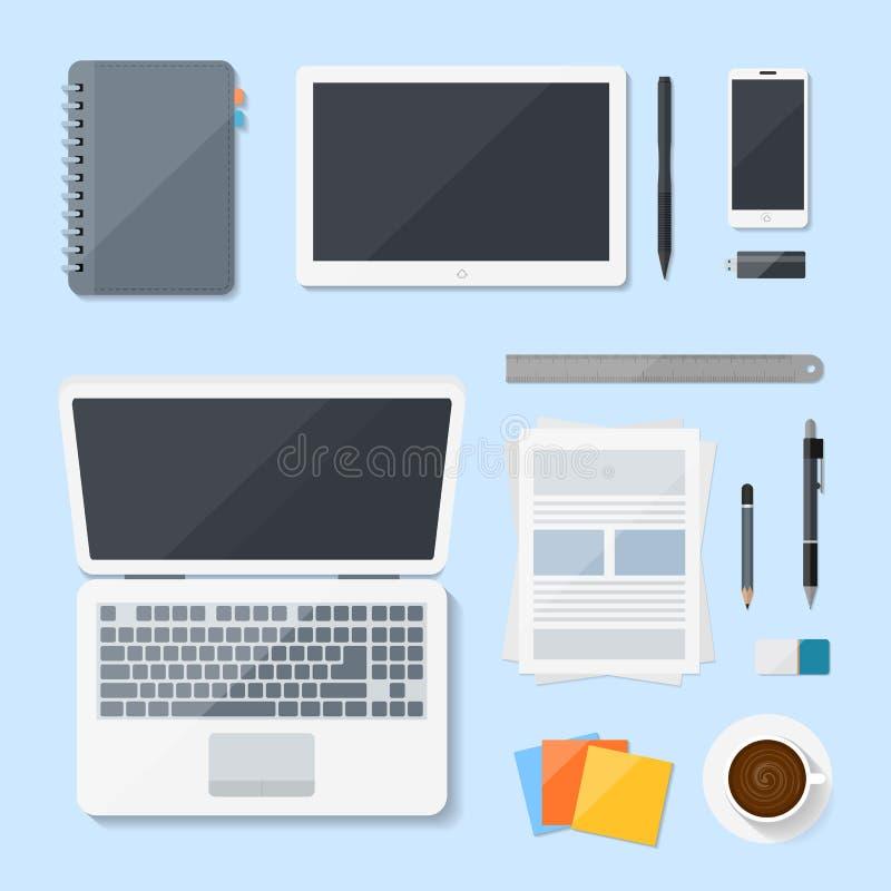 Projeto do vetor do portátil do computador da vista superior na mesa, local de trabalho com dispositivos móveis ilustração royalty free