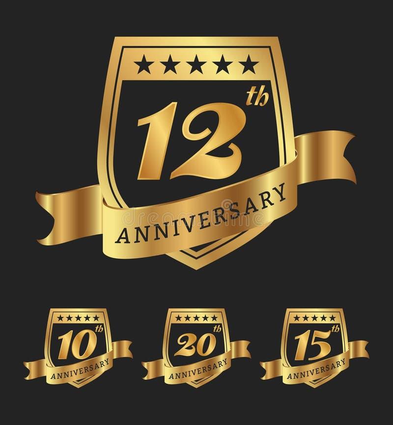 Projeto dourado das etiquetas do crachá do aniversário ilustração royalty free