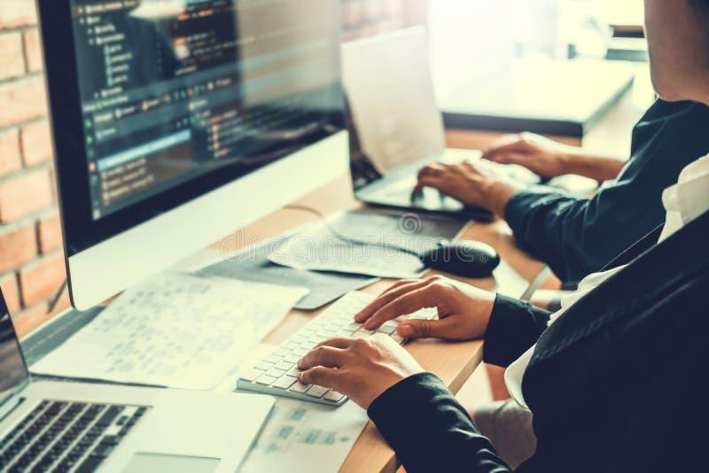 Projeto e codifica??o tornando-se de Team Development Website do programador das tecnologias que trabalham no escrit?rio da empre imagem de stock