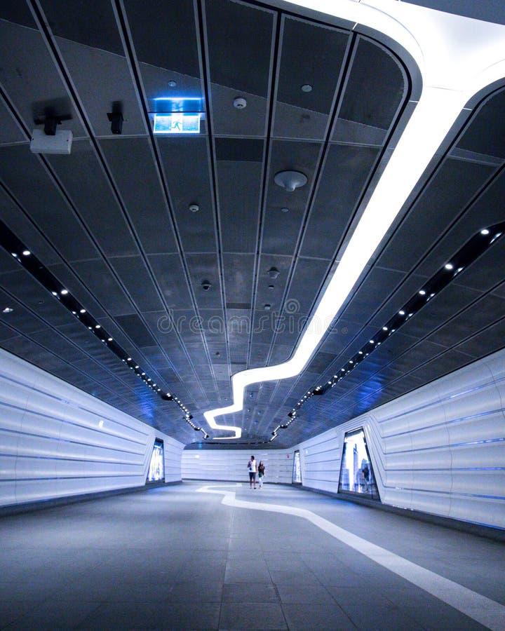 Projeto futurista moderno de um túnel subterrâneo fotos de stock royalty free