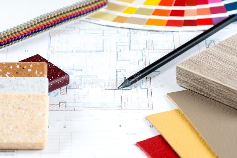 Projeto interior com paleta, amostras materiais, lápis 3 imagens de stock royalty free