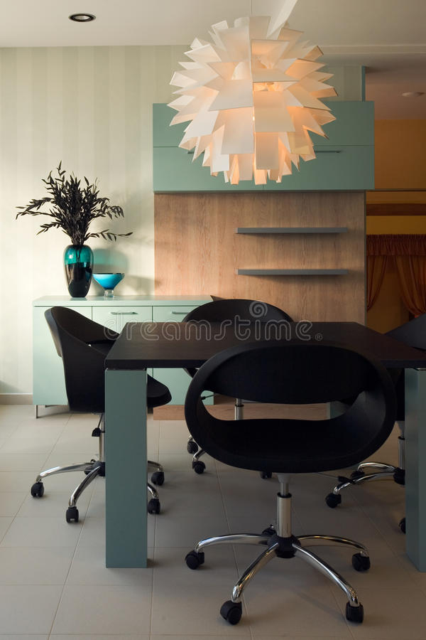 Projeto interior do escritório bonito e moderno. imagens de stock royalty free