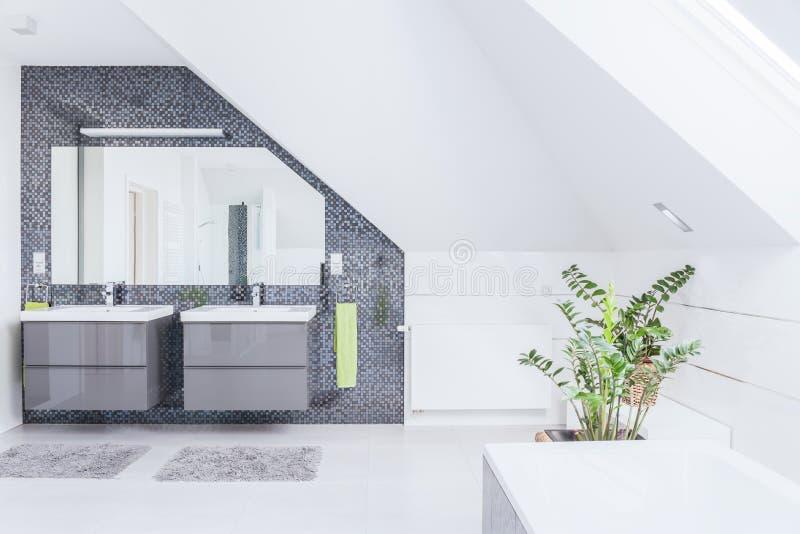 Projeto moderno do banheiro imagem de stock royalty free