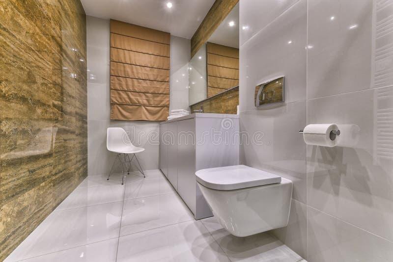 Projeto moderno do banheiro fotografia de stock