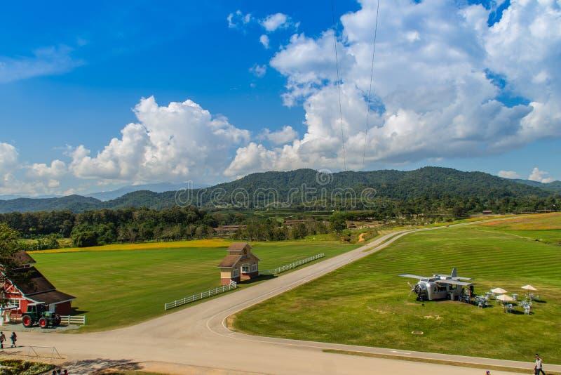 Projeto sustentável do turismo no parque no parque de Singha ou no Boon Rawd Farm, um dos produtores os maiores do chá em Chiang  imagens de stock royalty free