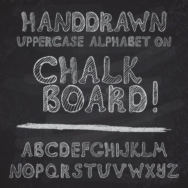 Projeto tirado mão do alfabeto na placa de giz, leters ásperos do uppercase da fonte de vetor ilustração do vetor