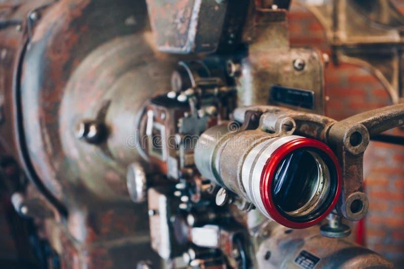 Projetor de filme retro do sistema do tela panorâmico do vintage do estilo antigo, ainda-vida, close-up fotografia de stock royalty free