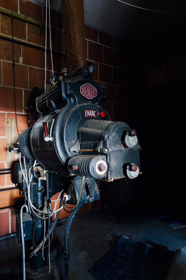 Projetor do teatro do vintage - escola pública & hospital abandonados de Laurelton - Pensilvânia fotos de stock royalty free
