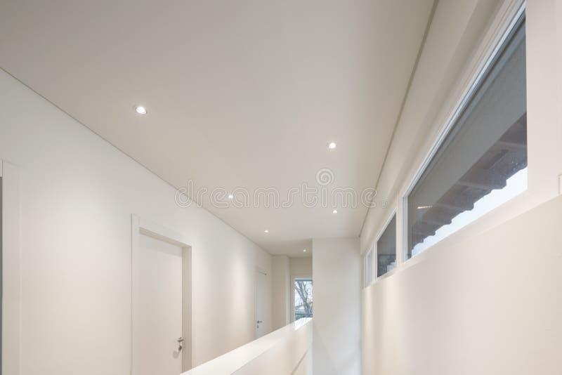 Projetor e telhado branco imagem de stock royalty free