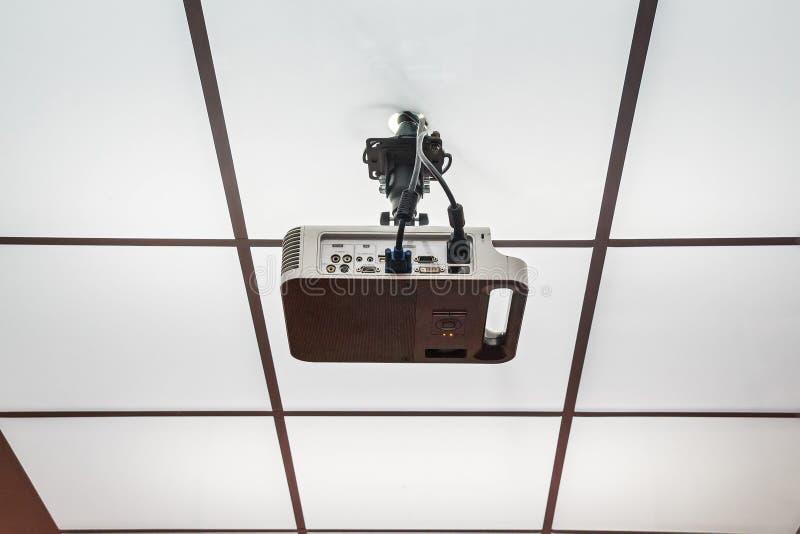 Projetor instalado no teto foto de stock royalty free