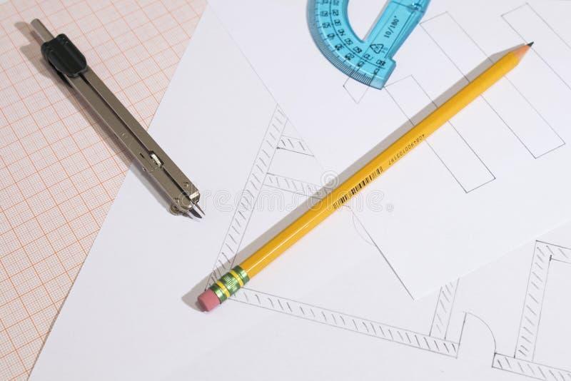 Projetos e papel de gráfico com composição do lápis e do compasso fotos de stock royalty free