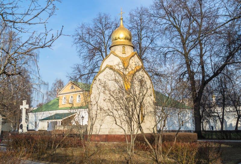 Prokhorovkapel en de Schatkistkamer op de achtergrond Het Klooster van Novodevichy, Moskou royalty-vrije stock foto's