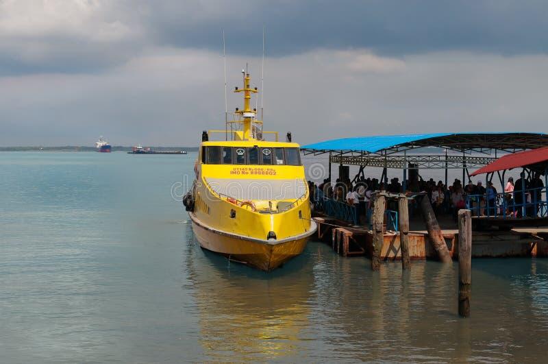 Prom Melaka-Dumai Dumai port Indonezja zdjęcia stock