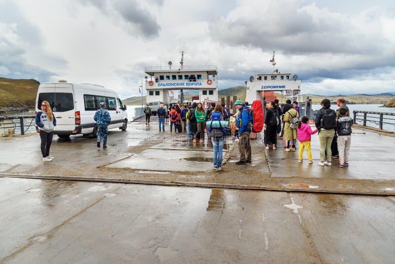 Download Prom Przy Molem Olkhon Wyspa Baikal Jeziora Rosja Zdjęcie Stock Editorial - Obraz złożonej z skrzyżowanie, ferryboats: 106908103