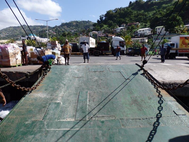 Prom rampy puszek przy Kingstown jetty zdjęcia royalty free