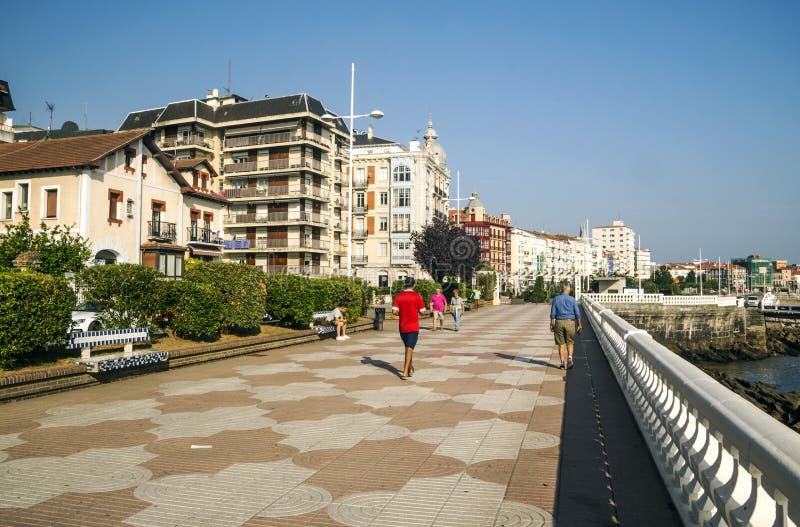 Promenad av en stad royaltyfri fotografi