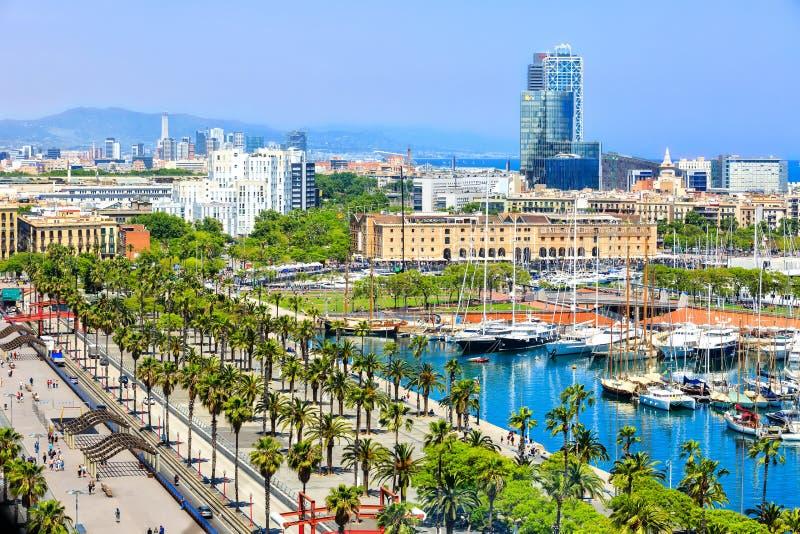 Promenad a lo largo de la litera Moll de la Fusta, museo de la historia en el puerto de Barcelona, Barceloneta de Catalunya fotos de archivo libres de regalías