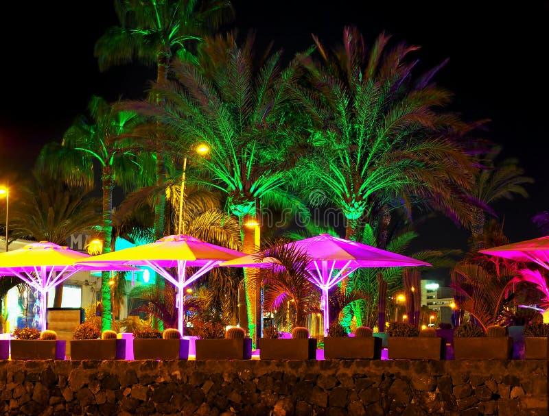 Promenad på de Playa de lasna Americas på tenerife på natten royaltyfria bilder