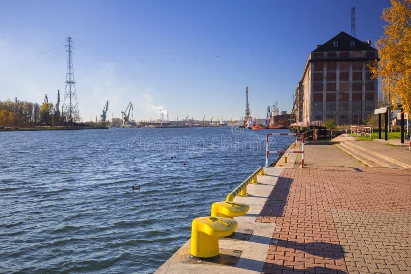 Promenad på floden i Nowy portområde av Gdansk fotografering för bildbyråer