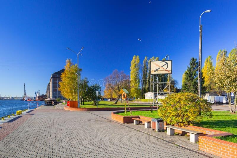Promenad på floden i Nowy portområde av Gdansk arkivfoton