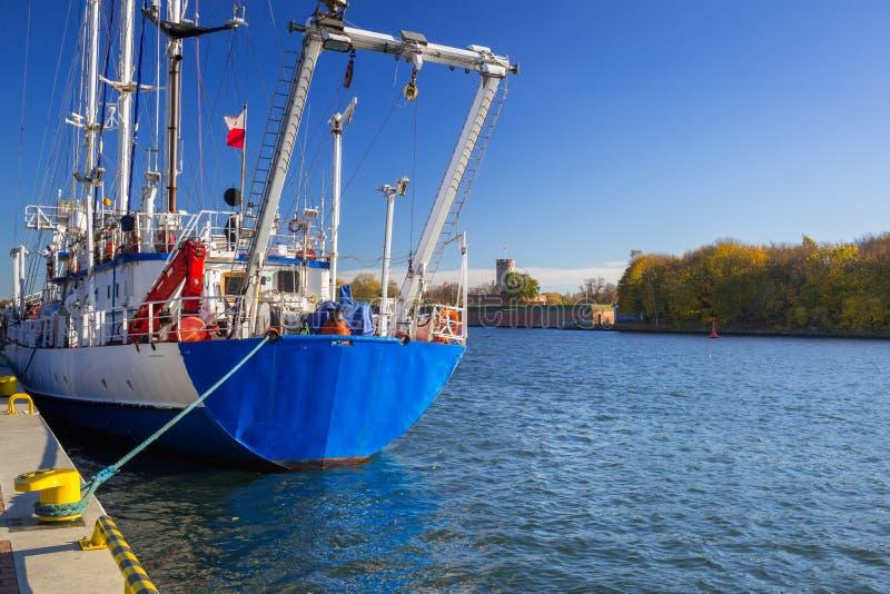 Promenad på floden i Nowy portområde av Gdansk royaltyfri fotografi