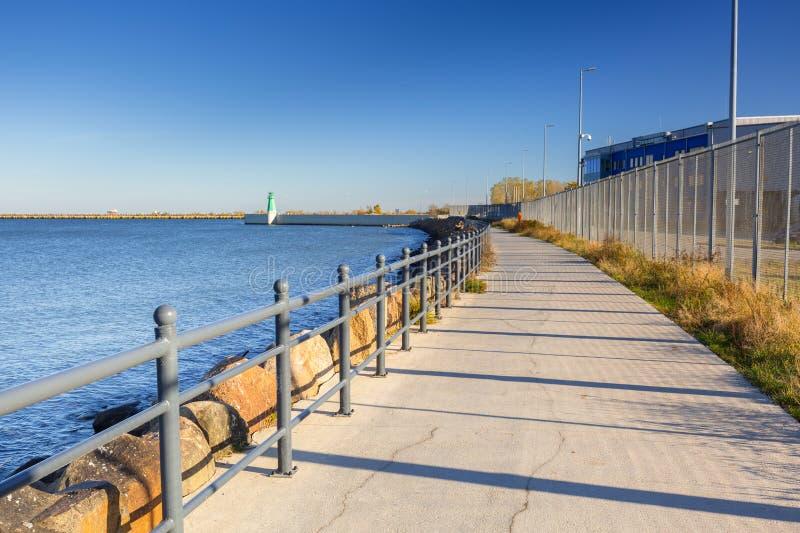 Promenad vid havet i Gdansk Nowy port arkivfoto